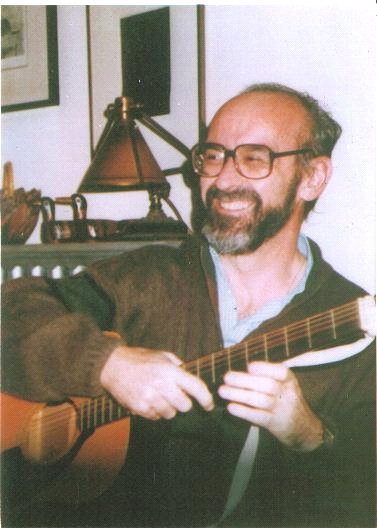 Ignacio Martín-Baró photo with guitar